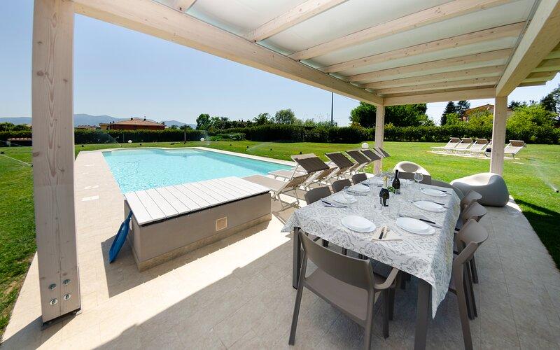 Marlia Villa Sleeps 12 with Pool Air Con and WiFi - 5894487, holiday rental in Lammari