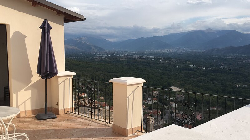 Large 4 bed house in National Park, great views., holiday rental in Corfinio
