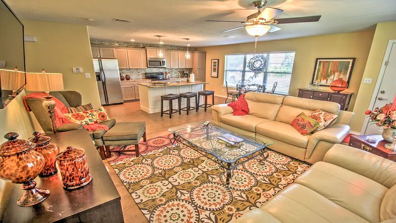 Newly Remodeled, Upscale, All Electric 3 BR Home in Midtown Mcallen!, vacation rental in Weslaco