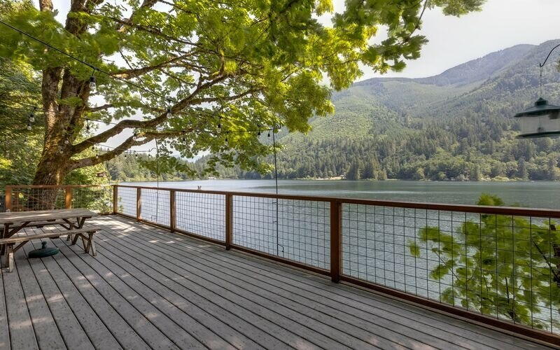 Railing,Vegetation,Bench,Furniture,Porch
