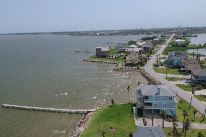 20% off 3 Sept Nights - Bay Front Water View & Fishing Pier -Deck - Kemah Boardw, holiday rental in Nassau Bay