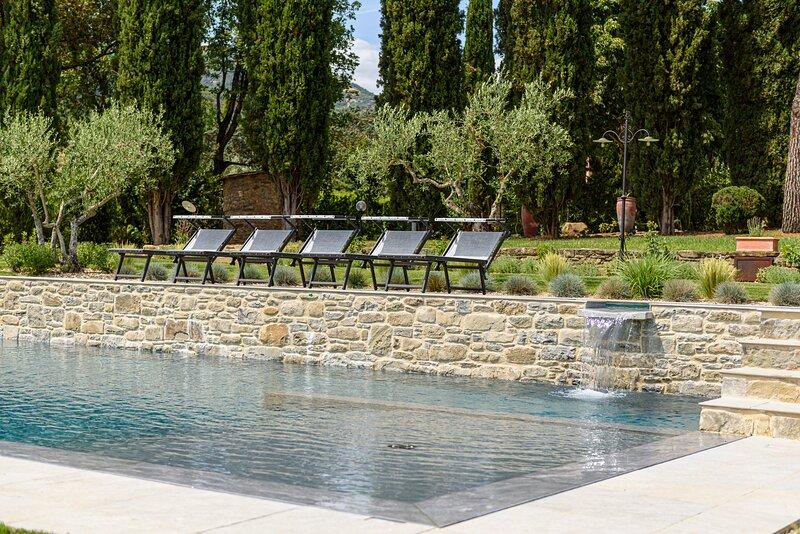 Borgo Valecchie, Exclusive Villa set with private pool, Cortona, Tuscany, casa vacanza a Cortona