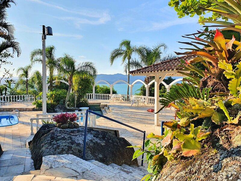 Villa Santuario - Paradisíaca Villa Frente-Mar, aluguéis de temporada em Governador Celso Ramos