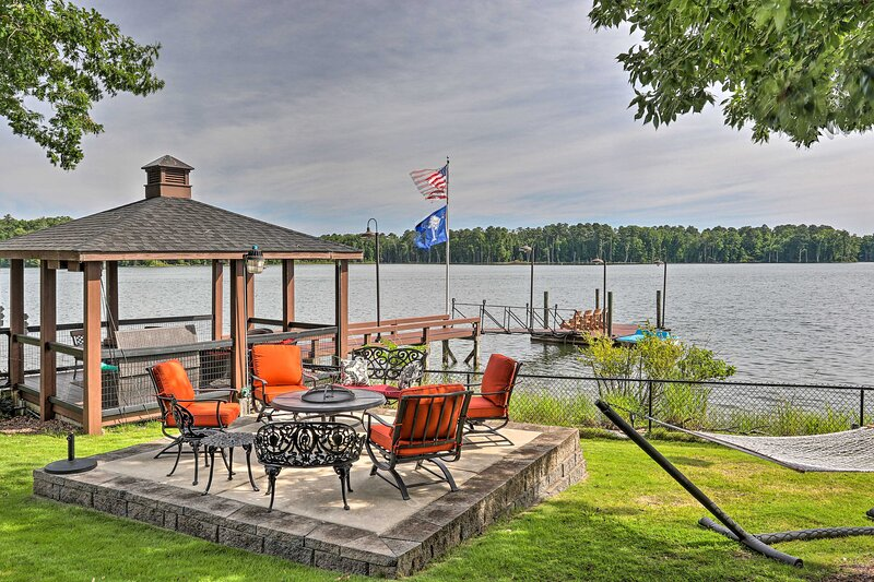 Shared Backyard | On-Site Dock | Homeowners On-Site