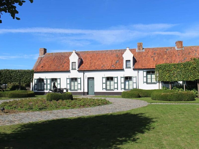 Fine apartment in Brugges in a horse riding arena, holiday rental in Sint-Kruis