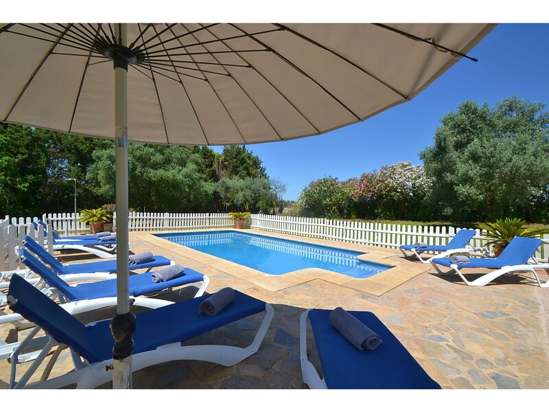 Large country house located in a quiet rural setting in the Llevant area, holiday rental in Manacor