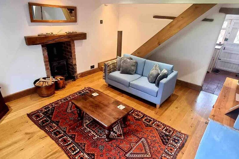 Village Period Cottage next to a idyllic stream, holiday rental in Long Itchington