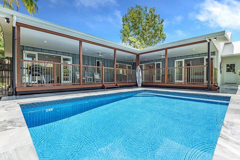 5 Cowrie Street - 4 Bedroom Luxury Beachside Queenslander Style House, casa vacanza a Oak Beach