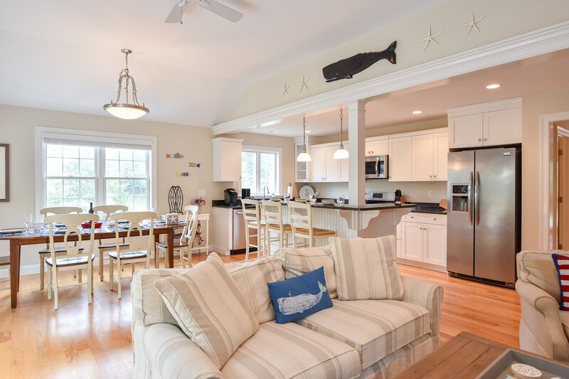 #728: 1 Mile to Nantucket Sound Beach, Beautifully Updated, Great Outdoor Space,, holiday rental in Harwich Center