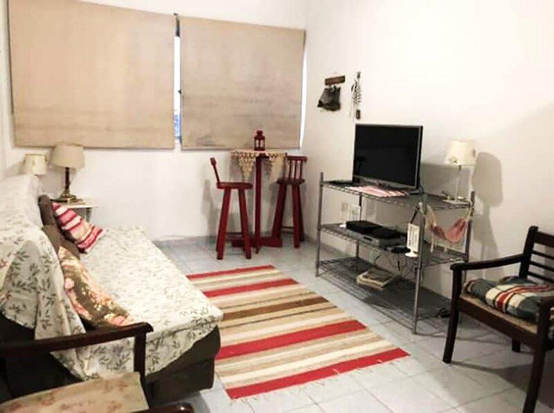 Apartamento à beira-mar com Wi-Fi em Santos/SP, holiday rental in Santos