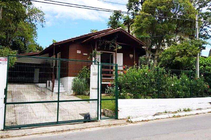 Casa com churrasq e WiFi na praia da Lagoinha - SC, aluguéis de temporada em Governador Celso Ramos