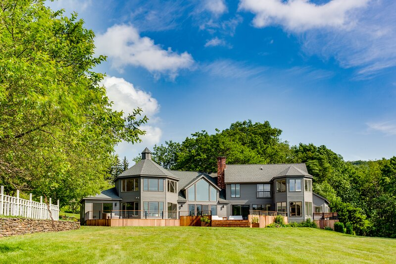 The Brookman - Newly Renovated 6,000 SF Estate on 40 Acres, casa vacanza a Stephentown