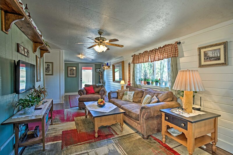 Cozy Blanding Cottage Near Town & State Parks, holiday rental in Blanding