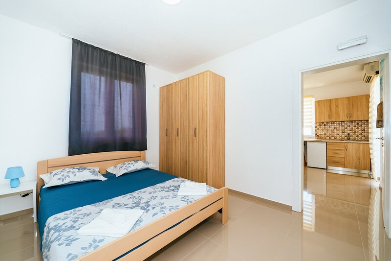 Apartments Nahla - Standard Apartment with Seaview, holiday rental in Dubrava