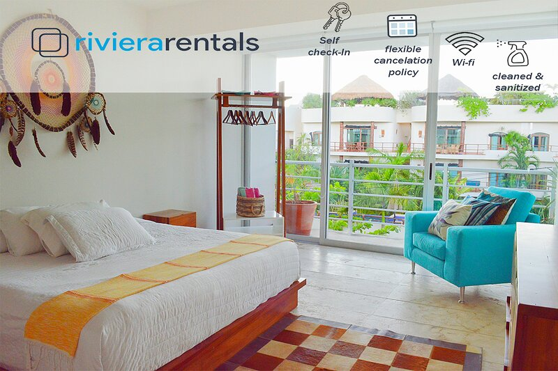 MODERN 2B CONDO AMAZING LOCATION STEPS FROM THE BEACH, holiday rental in Solidaridad