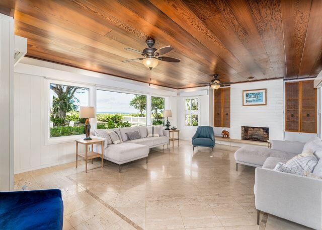 Private, Quiet Kailua Beach Front home with heated pool; Sleeps up to 12., holiday rental in Kaneohe