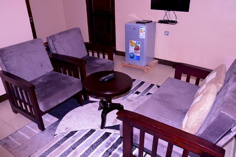 ANTIQUE APARTMENTS, holiday rental in Entebbe