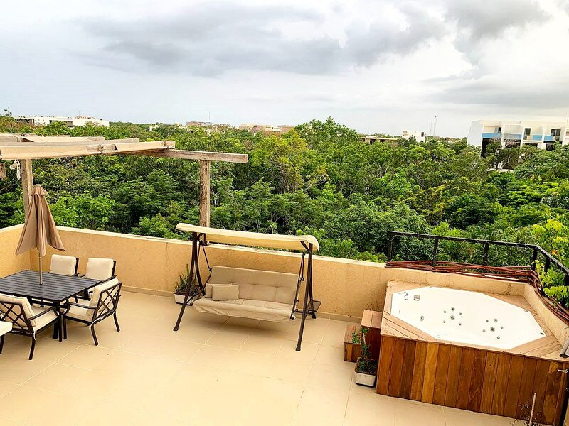 3 BEDROOMS PENTHOUSE WITH PRIVATE ROOFTOP, holiday rental in Tulum