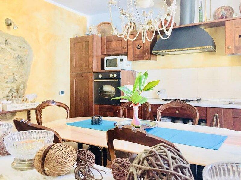 STRATEGIC APARTMENT COMO LAKE, holiday rental in San Fermo della Battaglia