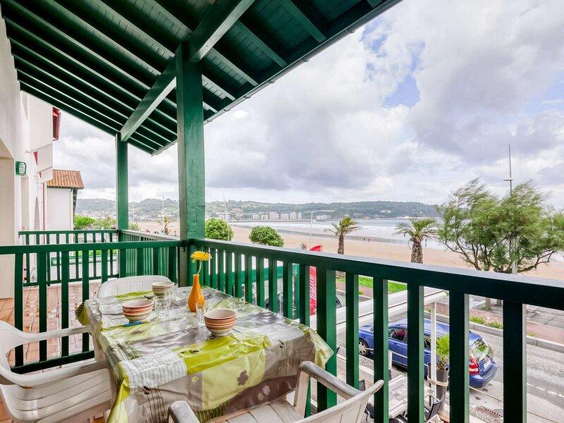 BI UR ARTE face à la plage avec place de parking, location de vacances à Fontarrabie (Hondarribia)