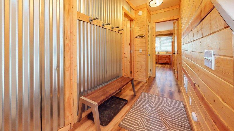 Hardwood,Flooring,Floor,Rug,Indoors