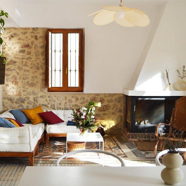 Villa Serrano. La casa de los mil suelos, alquiler vacacional en Casas de Ves