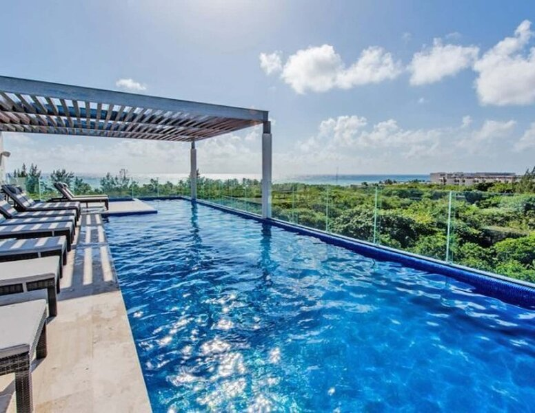 Beautiful Rooftop Pool with views of the Caribbean and a quiet nature preserve