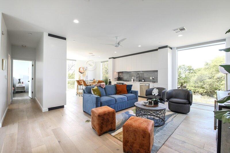Flooring,Furniture,Floor,Living Room,Room