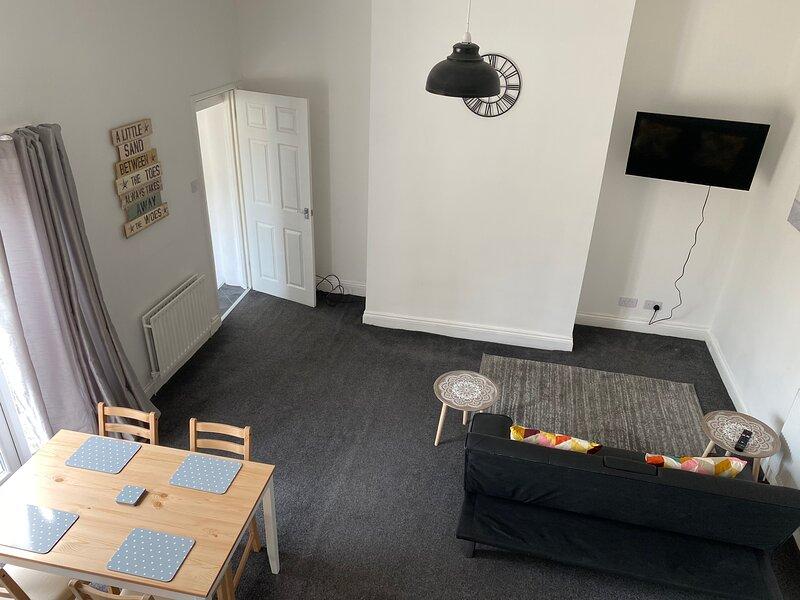 Cottage In City Nr Uni/Hospital Fast WIFI Parking, vacation rental in Sunderland