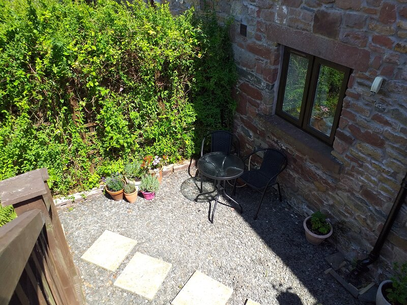 Grade 11 listed barn conversion, annexe, near Lakes and Sea, holiday rental in Scales