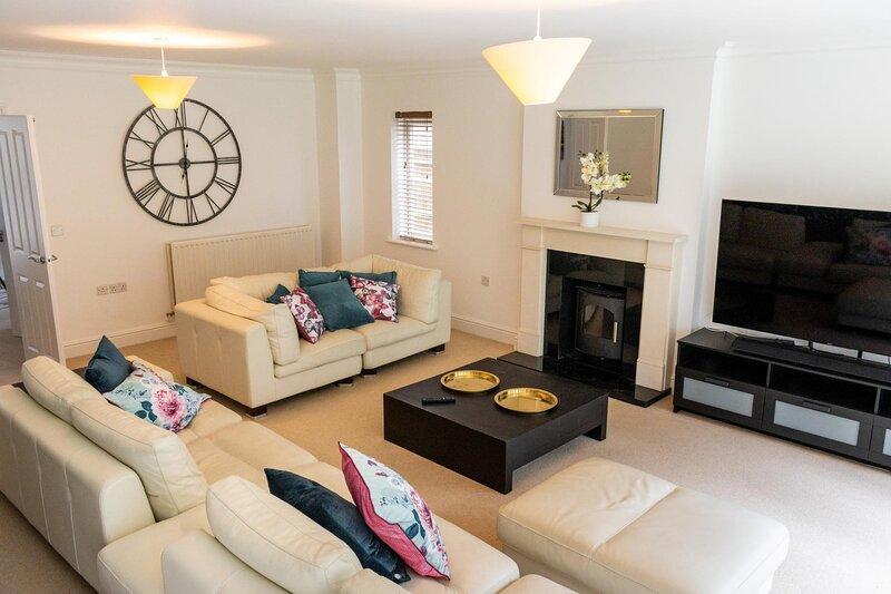 NEW Luxury 5 Bedroom House Gerrards Cross, location de vacances à Amersham
