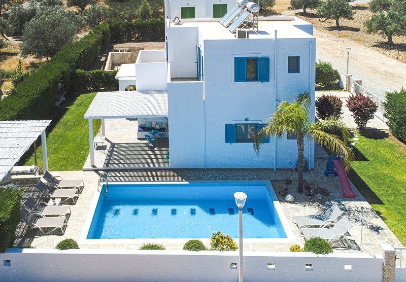 VILLA NEXT TO LINDOS, holiday rental in Kalathos