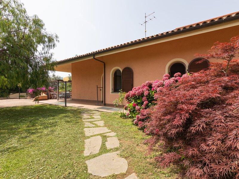 Villa Trabbia, holiday rental in Cisano sul Neva