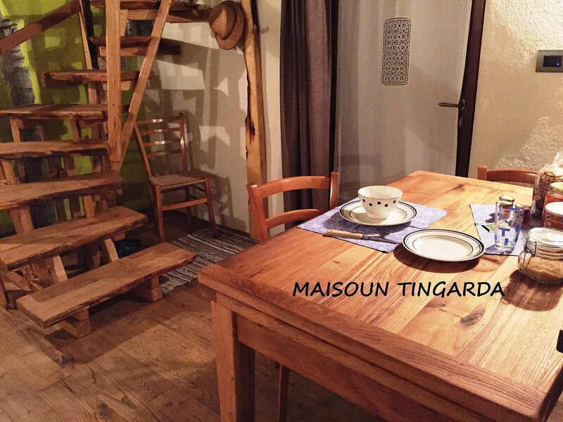 House Typical Of The Susa Valley, vacation rental in Roure