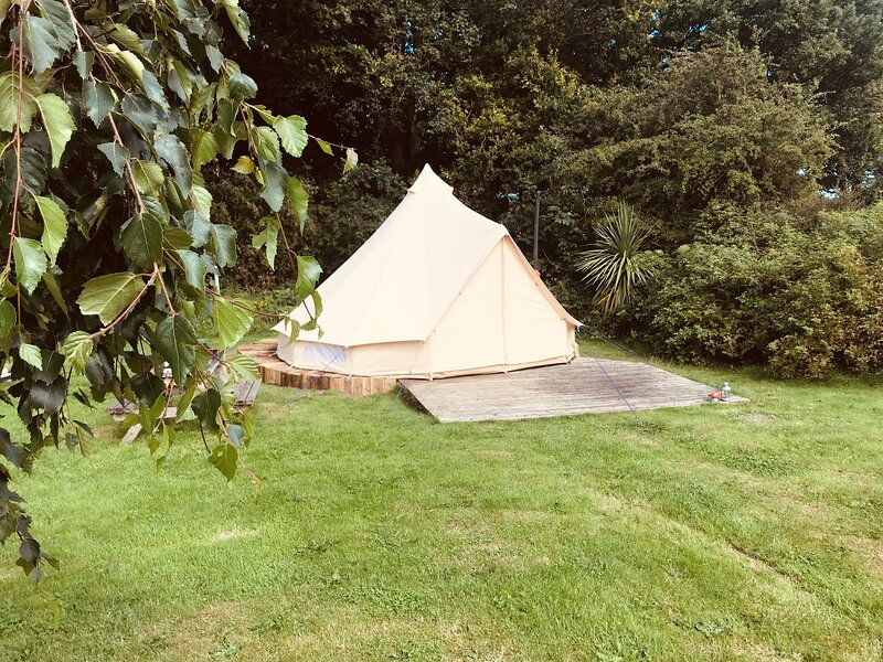 Eclipse, a furnished bell tent in field and woodland surroundings, holiday rental in Great Ayton