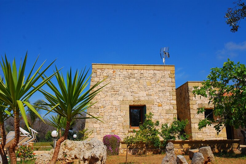 Villa con piscina, vacation rental in Pescoluse