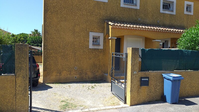 Amazing house with garden & terrace, holiday rental in Montcalm