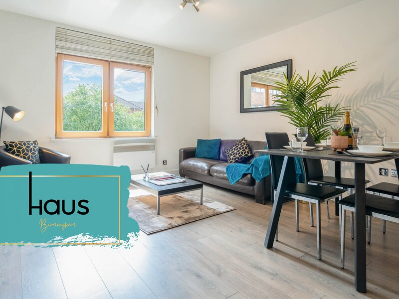 Haus Apartments City Centre with Terrace & Parking, holiday rental in Digbeth