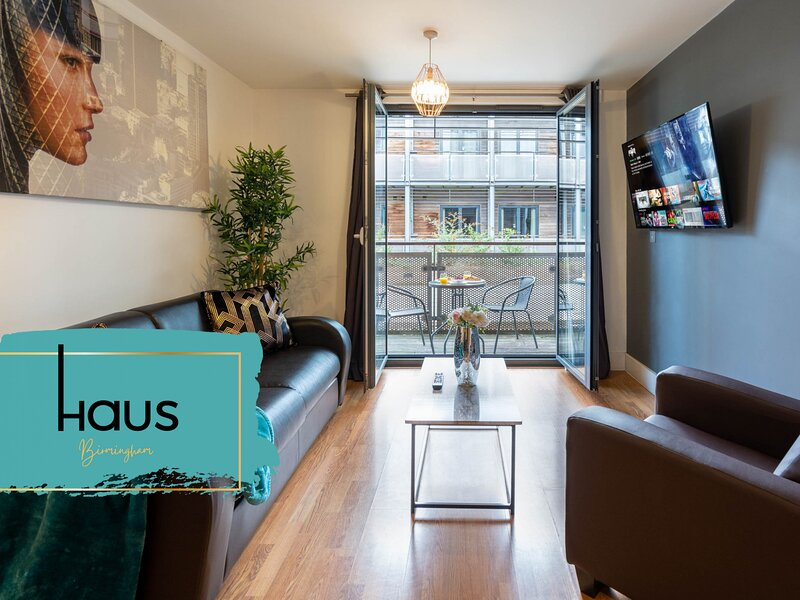Haus Apartments Arcadian 2 Singles with Balcony & Parking, holiday rental in Digbeth