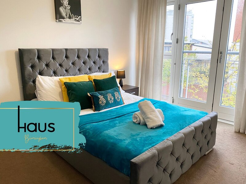 Haus Apartments Spacious 1Bed with Balcony & Parking, holiday rental in Digbeth