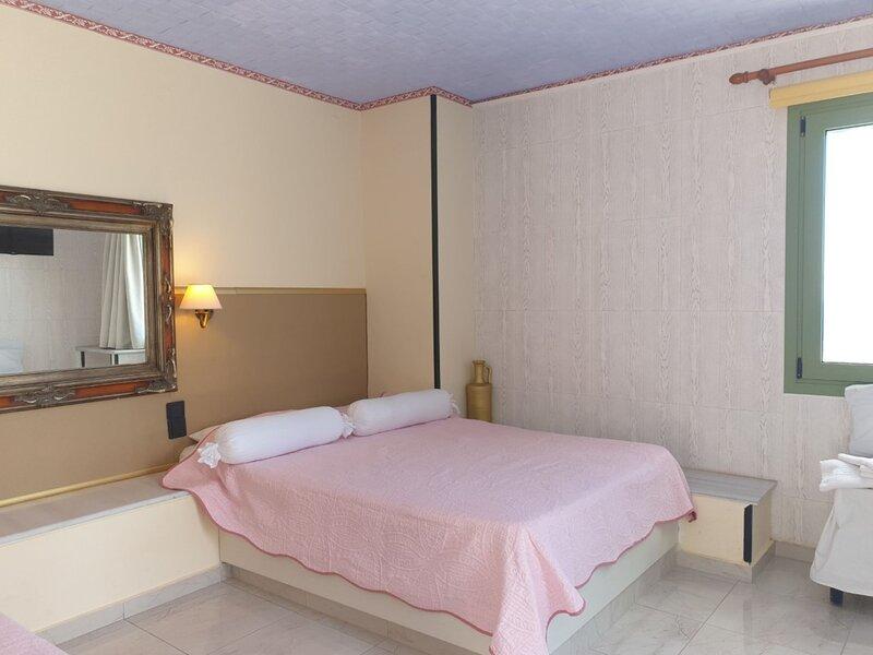 Hermes Korifi Suites, location de vacances à Piskopiano