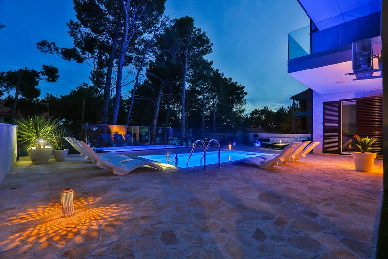 Luxury Apartment Blue, vacation rental in Ivan Dolac
