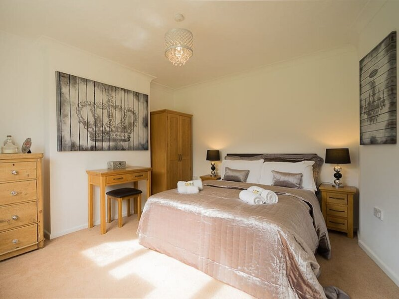 Peveril · Spacious House with garden & hot tub, holiday rental in Harman's Cross