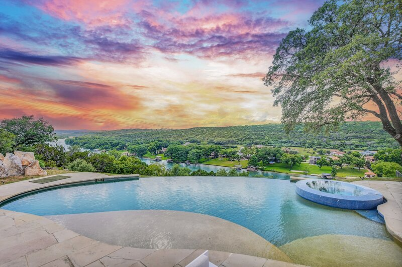 THE ABOVE VISTA ESTATE ON LAKE AUSTIN, holiday rental in Bee Cave