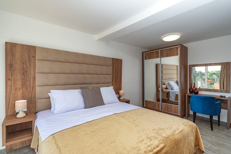 Apartment with Sea view, casa vacanza a Susanj
