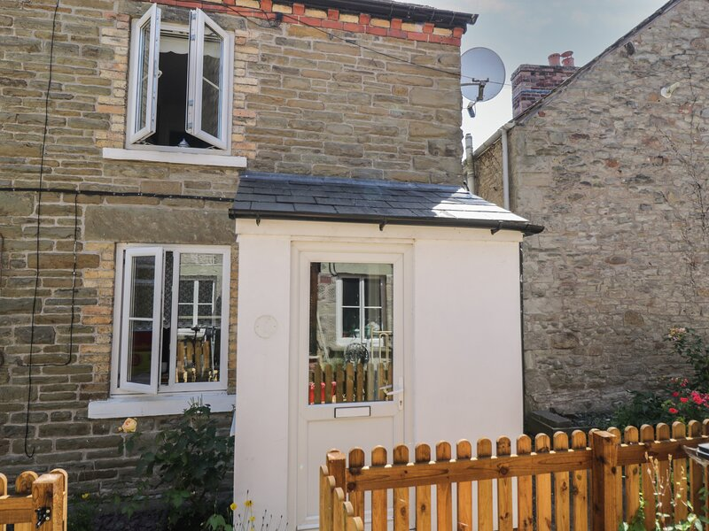 Page-turner's Cottage, Hay-On-Wye, holiday rental in Velindre