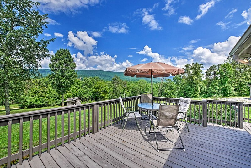 NEW! Charming Chickamauga Cottage w/ Mtn Views!, vacation rental in Trenton