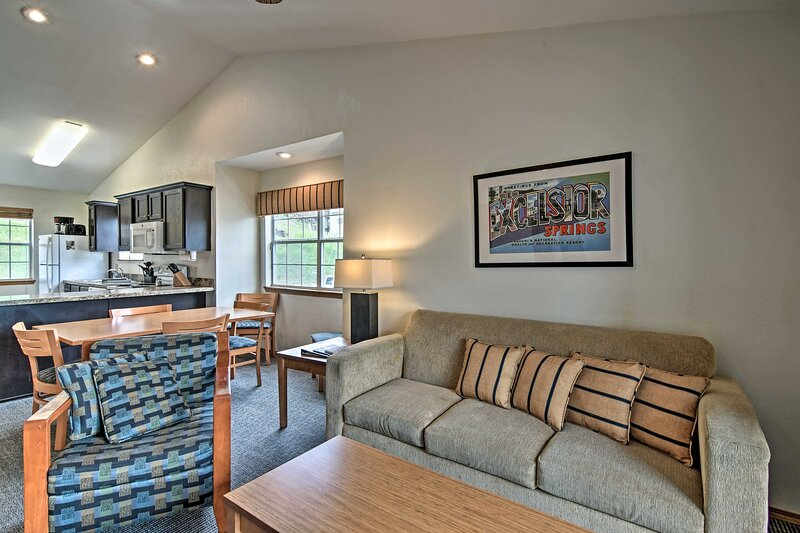 NEW! Branson Condo Situated by Table Rock Lake!, alquiler vacacional en Indian Point