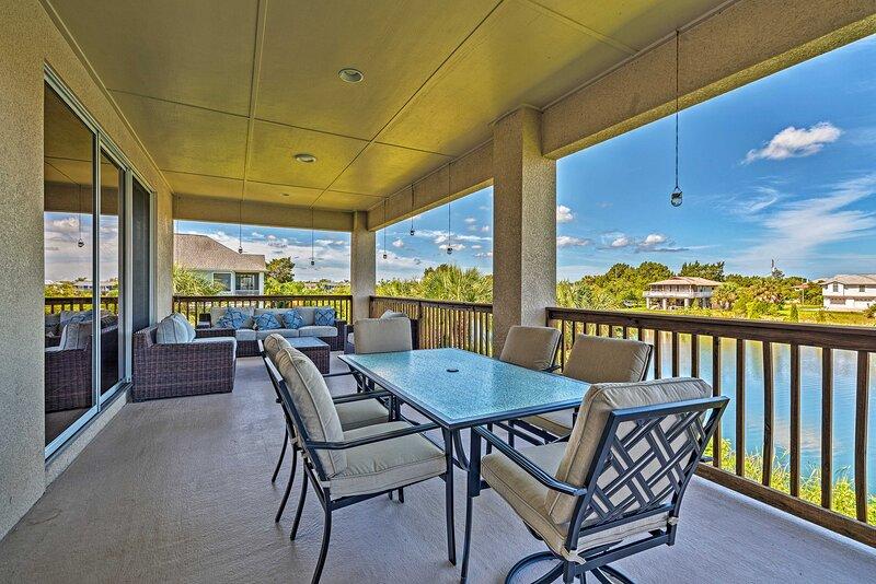 NEW! Bright Bayfront Home < 2 Mi to Hernando Beach, holiday rental in Hernando Beach