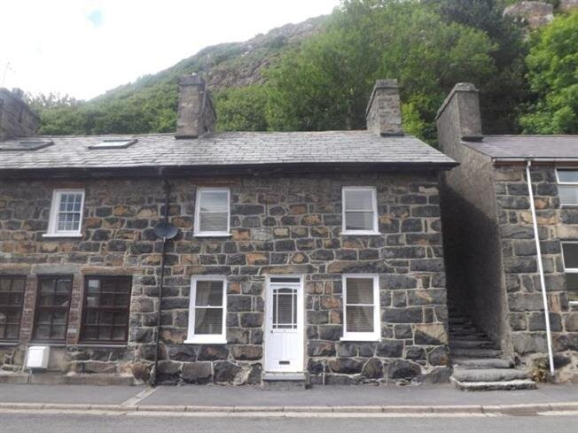AVAILABILTY 31ST JULY ONWARDS 3 bedroom cottage edge of the square Tremadog, location de vacances à Penmorfa